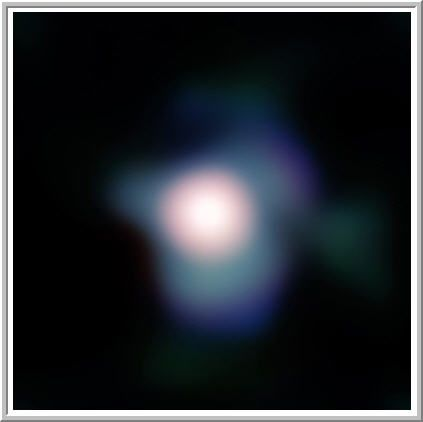 Uma ampliação da estrela Betelgeuse obtida com o conjunto de equipamentos NACO do Very Large Telescope do ESO. A imagem é baseada nos dados obtidos no infravermelho próximo, por meio de diferentes filtros. O campo de visão possui em torno de 1 arco de segundo de diâmetro, com o norte para cima e o leste a esquerda. Imagem: ESO e P. Kervella.