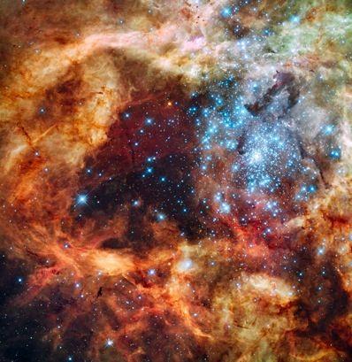 Nesta imagem da nebulosa Dourado 30, a luz azul é proveniente das estrelas mais quentes e massivas, a luz verde é proveniente da queima de oxigêncio e a luz vermelha é a fluorescência causada pelo hidrogênio. NASA, ESA, F. Paresce (INAF-IASF, Bologna, Italy), R. O'Connell (University of Virginia, Charlottesville), e Wide Field Camera 3 Science Oversight Committee.