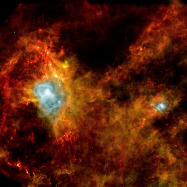 Imagens do Telescópio Herschel permitem identificar locais de formação de estrelas. Na constelação da Águia, nuvens de gás e poeira fornecem condições propícias para o nascimento de centenas de estrelas.