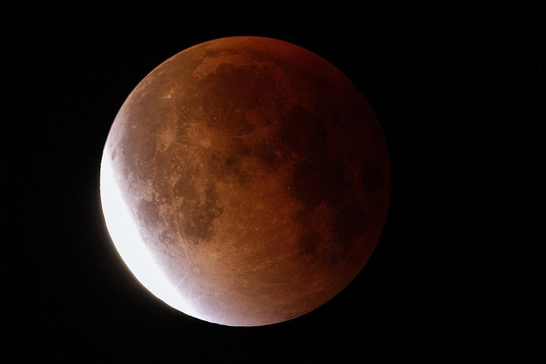 Ainda o Eclipse Lunar Total Imagem obtida à 00h29m44s do dia 28 de setembro de 2015, na cidade de Juazeiro do Norte, no Ceará - Brasil. Crédito: Valmir M. de Morais