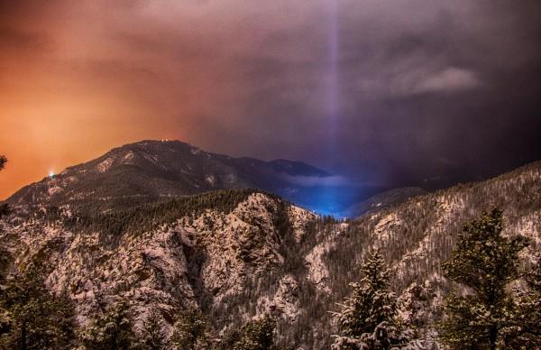 light-pillar-North-Cheyenne-Canyon-CO-Joe-Randall-e1452460171258